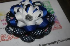 Blue loopy flower
