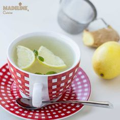 Un Fervex home-made mai eficient si muuult mai sanatos :D Ceai cu ghimbir, lamaie si menta.