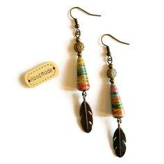 Boucles d'Oreilles Ethniques - Bronze - Perles en Papier Artisanales - Plumes - Multicolores : Boucles d'oreille par cap-and-pap