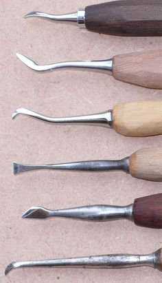 Wax Carving, Carving Tools, Wood Chisel, Workshop Layout, Woodworking Planes, Leather Craft Tools, Organization Hacks, Tools Tools, Knives