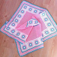 Günaydın... Güne Eylül'ün ilk yağmuruyla başladık ❤ mutlu bereketli huzurlu günler dilerim. #örgü#tigisi#tığişi#elisi#elişi#knit#knitting#knittersofinstagram#crochet#crocheting#crochetlover#crochetaddict#yarn#yarnaddict#bebekbattaniyesi#battaniye#blanket#babyblanket#sipariş#grannysquare