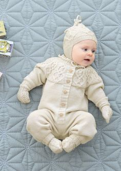Babydress med fletter pattern by Trine Lise Høyseth Baby Boy Knitting Patterns, Knitting For Kids, Cute Babies, Baby Kids, Knitted Baby Clothes, Happy Baby, Baby Love, Crochet Baby, Kids Outfits