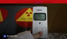 Ich bin DER Experte für Geigerzähler in Europa!  Es gibt viele Anbieter da draussen, die etwas von Radioaktivität verstehen und hochwertige Messgeräte vertreiben.  Jedoch bin ich wohl der Einzige, der ein natürliches und durch eigene Beobachtungen erworbenes Verständnis über Radioaktivität hat!  Wenn du gerade auf der Suche nach einem guten Geigerzähler bist, dann schaue dir unbedingt den RD1008 an!