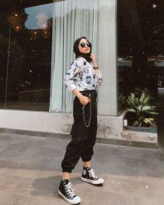 Modern Hijab Fashion, Street Hijab Fashion, Hijab Fashion Inspiration, Muslim Fashion, Ootd Fashion, Teen Fashion, Korean Fashion, Fashion Outfits, Hijab Wear