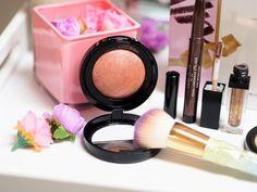 Blush n brighten in pink grapefruit Kajal Eyeliner, Baked Blush, Glow Foundation, Dark Skin Tone, Laura Geller, Pink Grapefruit, Long Lashes, Color Blending, Color Correction