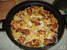 Baked chicken with blue cheese and cream in Remoska Baked Chicken, Chicken Recipes, Cooking Equipment, One Pan Meals, Blue Cheese, Hawaiian Pizza, Cauliflower, Macaroni And Cheese, Slow Cooker