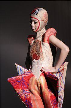 Anatomical dresses. Photo by miyake juin.