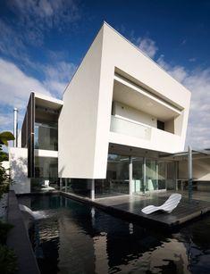 Steve Domoney Architecture have designed the Robinson Road House in Melbourne, Australia.
