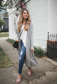This grey maxi cardigan has been the best transitional piece this season. Spring Outfits Women, Spring Fashion Outfits, Fall Outfits, Autumn Fashion, Casual Outfits, Work Outfits, Dress Fashion, Long Shirt Outfits, Outfits With Grey Cardigan