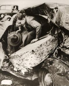 Gas explosion in a school where 300 children died after a spark caused a massive explosion, probably after work on the gas pipes, New London, Texas, March 18, 1937. The force was so great it threw large blocks of stone onto a car parked 30 meters from the school,completely destroying it. Texas City Explosion, Galveston Hurricane, Norse Words, Old Norse, New London, Tornadoes, Explosions, Interesting History