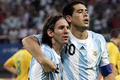 Juan Román Riquelme junto a Leo Messi