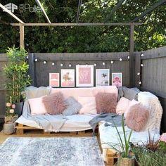 Pallet sofa for garden Garden Furniture Design, Pallet Garden Furniture, Pallet Patio, Furniture Decor, Pallet Couch Outdoor, Pallet Wood, Pallette Furniture, Outdoor Sofas, Pallet Seating