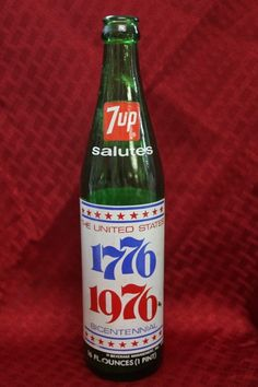Antique 7 UP Salutes The United States 1776 - 1976 Bicentennial Glass Bottle Soda Bottles, Glass Bottles, Reuse Old Tires, Reuse Recycle, Vintage Advertisements, Vintage Ads, Vintage Bottles, My Childhood Memories, Ol Days