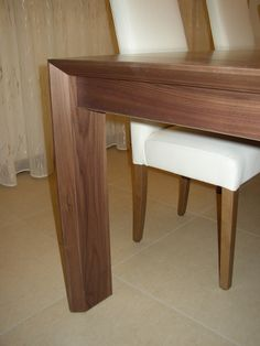 Dettaglio tavolo canaletto. #tabledetails #moderntable #tavoloinnoce