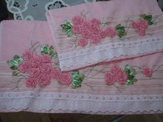 LOY HANDCRAFTS, TOWELS EMBROYDERED WITH SATIN RIBBON ROSES: NATAL.Que neste Natal Aquela magia toda guardada d...