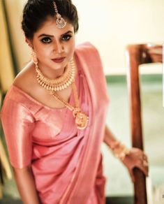 Get some styling ideas from the amazing brides who are dressed up in their wedding attire with South Indian bridal wedding jewellery. Bridal Silk Saree, Saree Wedding, Wedding Attire, Silk Sarees, Kerala Bride, South Indian Bride, Indian Bridal, Traditional Silk Saree, South Indian Jewellery
