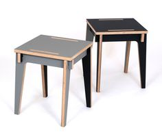 The Ecke Flow side table can be set up four different ways, without the use of connectors, screws or other tools.