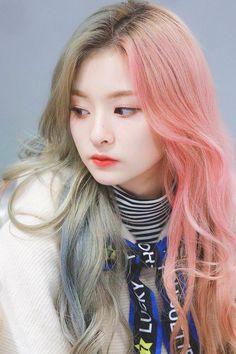 #fromis_9 #Nagyung Kpop Girl Groups, Kpop Girls, Korean Girl Groups, Girl Hair Colors, Kpop Hair, Pre Debut, Ulzzang Korean Girl, Beautiful Celebrities, Girl Photography