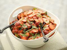 Scharfer Erdbeersalat mit Balsamicoessig und Minze ist ein Rezept mit frischen Zutaten aus der Kategorie Obstsalat. Probieren Sie dieses und weitere Rezepte von EAT SMARTER!