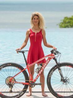 Yolande Neft Source by gbfrankfurt Hannah Barnes, Triathlon Women, Bike Suit, Female Cyclist, Hot Rollers, Cycling Girls, Cycle Chic, Bicycle Girl, Cool Girl