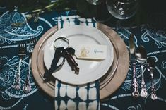 Nautical Place Setting With Magnifying Glass Favour Nautical Wedding Inspiration, Nautical Wedding Theme, Sailing Theme, Wedding Place Settings, Green Wedding Shoes, California Wedding, Wedding Trends, Magnifying Glass, Wedding Pictures
