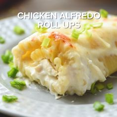 Chicken Alfredo Rollups ~ Creamy and Delicious! Lasagna Noodles Stuffed with Chicken, Cheese and Garlic Alfredo Make for a Quick […] Chicken Alfredo Lasagna, Lasagna Noodles, Chicken Alfredo Rolls, Chicken Noodles, Tasty Videos, Food Videos, Delicious Dinner Recipes, Yummy Food, Great Recipes