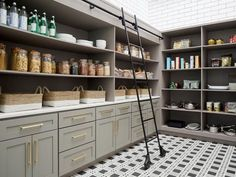 These clever kitchen pantry organization hacks will save your food from the deadline. Get some ideas for your pantry closet organization here. – Experience Of Pantrys The Design Files, Küchen Design, Layout Design, House Design, Interior Design, Design Ideas, Interior Modern, Pantry Room, Pantry Storage