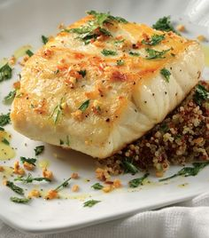 Robalo a la plancha sobre cama de quinoa y perejil frito No Cook Meals, Kids Meals, Easy Meals, Fish Recipes, Seafood Recipes, Healthy Cooking, Healthy Recipes, Healthy Food, Clean And Delicious