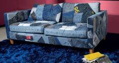 canapé recouvert de vieux jeans