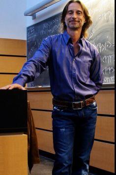 Robert Carlyle: Dr. Nicholas Rush -STARGATE UNIVERSE