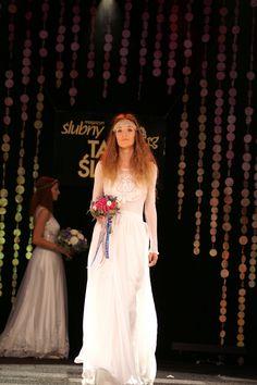 Model 1512 piękna#suknia#muślinowa# ślubna#w#stylu#Boho na scenie Targów Ślubnych 2016