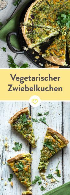 Der Speck bleibt beim vegetarischen Zwiebelkuchen draußen. Trotzdem wirst du bei dem satten Kräuter-Aroma und leckerem Mürbeteig bestimmt nichts vermissen.