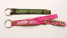 Make keyhangers from festival bracelets Design Crafts, Design Projects, Diy Crafts, Festival Bracelets, Music Festival Fashion, How To Make Diy, Band, Creative Inspiration, Edm