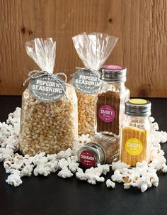 Six homemade popcorn seasonings: cheesy garlic, Italian herb, smoky curry, Mexican chocolate, spicy citrus and cinnamon sugar. - Fun way to liven up popcorn! Homemade Popcorn Seasoning, Homemade Spices, Homemade Seasonings, Homemade Gifts, Homemade Food, Flavored Popcorn, Snack Recipes, Cooking Recipes, Popcorn Bar