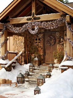 Contemporary & Rustic Winter Lodge via 50 Fabulous outdoor Christmas decorations for a winter wonderland Cabin Christmas, Country Christmas, Winter Christmas, Merry Christmas, Natural Christmas, Christmas Time, Christmas Garden, Burlap Christmas, Primitive Christmas