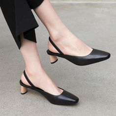 Shop block heels shoes at Chiko Shoes. Block heel shoes are versatile and walkable delivering effortless cool style and works with almost anything. Clogs Shoes, Pump Shoes, Flat Shoes, 70s Fashion Pictures, Fashion Ideas, Womens Golf Shoes, Shoes Women, Chelsea Ankle Boots, Block Heel Shoes