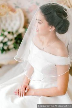 Wedding veil ideas - off shoulder, elegant, modern, winter, short, circle {Bozena Voytko Photography}
