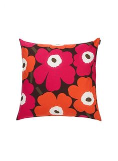 Ruskan sävyissä hurmaava Pieni Unikko -tyynynpäällinen loihtii syysilmeen sohvalle tai sängylle. Näitä saa vierekkäin olla useampikin!