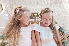 C'est décidé, le jour de votre #mariage, vous ferez votre entrée dans l'église précédée d'un joli cortège d'enfants d'honneur. Seulement, avant toute chose, il faut choisir la tenue que revêtiront ces petites têtes blondes. Découvrez notre sélection de robes de demoiselles d'honneur pour la saison des mariages Printemps-Été 2020.  #demoiselledhonneur #mode Girls Dresses, Flower Girl Dresses, Crown, Wedding Dresses, Blondes, Fashion, Bridal Gowns, Boyfriends, Wedding