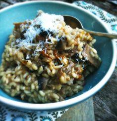 Dit risotto recept is makkelijk te maken en ook geliefd bij de kids. Wrijf de paddestoelen met een theedoek of borsteltje schoon. Ons favoriete risotto merk