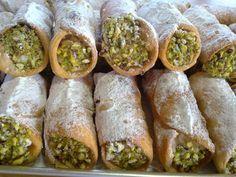 Τα Κανόλι είναι γλυκά με προέλευση την Σικελία . Στα ιτ…