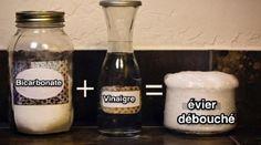 Un tuyau bloqué et hop, l'évier est inutilisable. Suivez mon conseil pour déboucher vos canalisations grâce au pouvoir magique du vinaigre blanc et du bicarbonate. C'est bien simple, chez moi l...