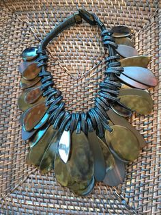 This is a fabulous Gerda Lynggaard for Monies hand knotted necklace. Shell Jewelry, Wire Jewelry, Pendant Jewelry, Jewelry Art, Antique Jewelry, Beaded Jewelry, Jewelery, Jewelry Necklaces, Handmade Jewelry