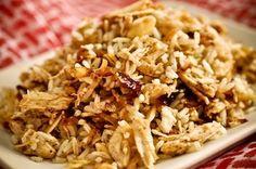 Arroz marroquino] Cebolas caramelizadas: 2 colheres (sopa) de manteiga sem sal 3 cebolas grandes fatiadas finamente (meia lua) 2 colheres (sopa) de azeite extra virgem 1 xícara (chá) de amêndoas laminadas e torradas** 2 xícaras (chá) de arroz cozido (branco, integral ou 7 grãos) 1 colher (sopa) ou a gosto de pimenta síria de boa qualidade Sal a gosto Side Recipes, Indian Food Recipes, Ethnic Recipes, Veggie Recipes Healthy, Baked Rice, Arabian Food, Eastern Cuisine, Food And Drink, Cooking Recipes