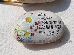 Happy Rock, Pebble Painting, Stone Painting, Stone Pictures, Land Art, Stone Art, Dory, Rock Art, Painted Rocks