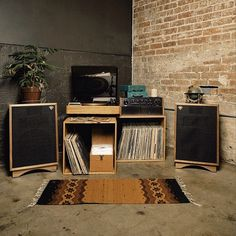 KLIPSCH. KEEPERS OF THE SOUND
