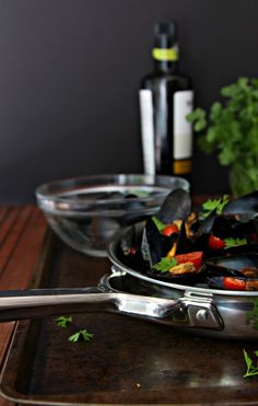 Mussels with Tomato and White Wine + (Wolf Gourmet GIVEAWAY}