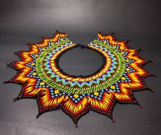 Okama Nabena drüa (Collar tierra ancestral) EMBERA CHAMI JAIPONO ( Espirítu de la flor sagrada) @arte_embera @arte_embera… Beaded Necklace Patterns, Jewelry Patterns, Beaded Jewelry, Crochet Earrings, Beaded Necklaces, Native American Beadwork, Peyote Beading, Beading Projects, Beading Ideas