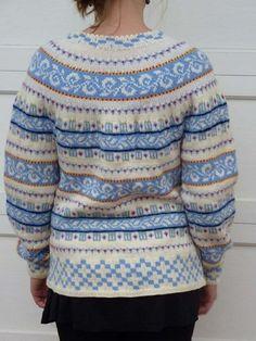 Epla er et nettsted for kjøp og salg av håndlagde og andre unike ting! Fair Isle Knitting Patterns, Fair Isle Pattern, Knitting Designs, Knitting Projects, Knitting Yarn, Hand Knitting, Punto Fair Isle, Norwegian Knitting, Nordic Sweater