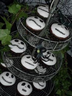 Halloween cupcakes by Eva-Rose Cakes The nightmare before Christmas